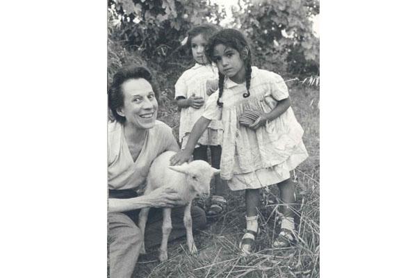 """1963 Congresso IARD (Rotary/Milão) para os superdotados – Capolona, """"La Nussa"""" –Maria Panizza."""