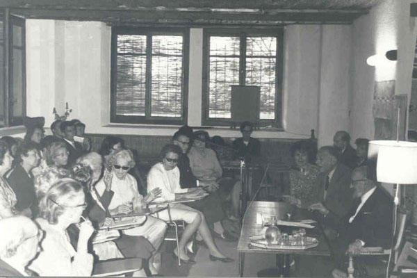 1965 - 5ª Semana Internacional de PsicossinteseFlorence Garrigue (mão erguida), Tilla Grenier, Edith Holz