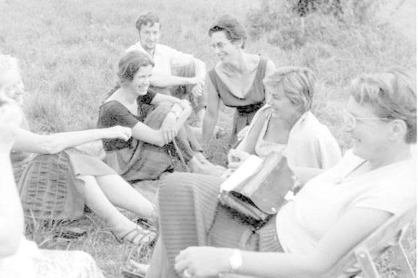 4ª Semana Internacional de Psicossintese 01 – 07/09/1961(da esquerda para a direita) Yvonne Berge, Geneviève Lanfranchi e Marie-Louise Collard, Denise Fabre