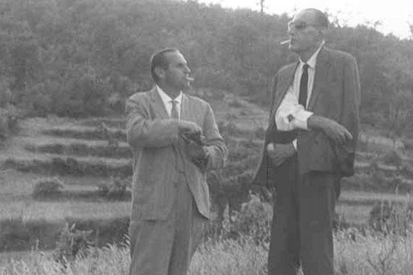 "1963 Congresso IARD (Rotary) para superdotados, Capolona, ""La Nussa"" , Campo de PinheirosDr. Boleslav Alapin con l' Onorevole Leo Magnino (co-organizador do encontro)"