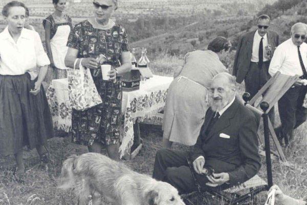 """Dr. Roberto Assagioli no campo de Pinheiros durante o Congresso IARD (Rotay) para os super dotados realizado na casa """"La Nussa, Capolona (Arezzo), Itália, no verão de 1963.IARD = Identificação & Assistência Rotariana Superdotados"""